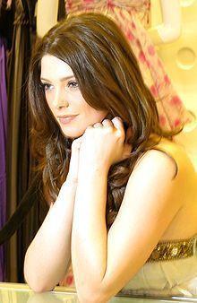 Hi I'm a huge Ashley/Alice fan!!!!!!!! Ashley Greene :D