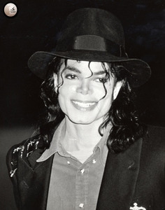 HAPPY BIRTHDAY liberiangirl_mj!!! You're so sweet & kind & nice! You're one of the friendliest people on here. Im happy to know you, and Im happy we are part of the MJ family! I hope wewe have a great birthday!! =D L.O.V.E. ~caligurl16 [Lauren]