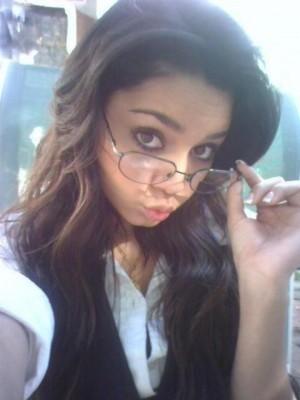 She's so cute! ^^ I Liebe Vanessa!