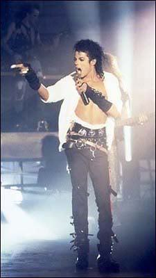 Oh.. that's hard but.. I love this outfit.. Bad era makes me nuts! Dirty Diana makes me nuts!