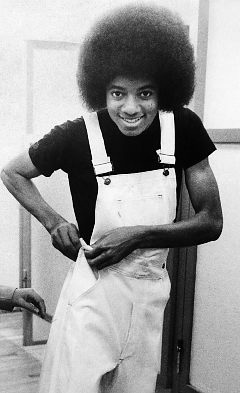I l'amour HIS HANDS! But I'm not obsessed. Lol. I'm plus obsessed with his fluffy afro (in the '70s).