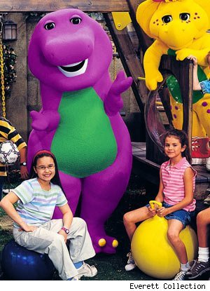 Awwwwwwww so cute!well the following picture shows demi{the girl with spectacles} and selena in the Barney show!its true!