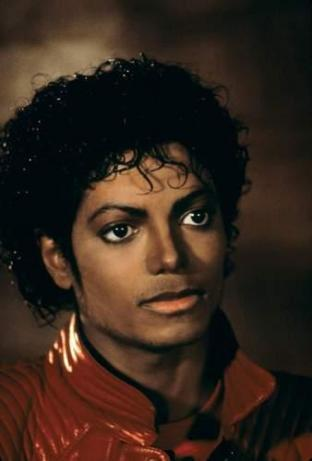 This game looks so AWSOME!!! Long live the king of pop!!! :D And his Thriller vid was awsomez হাঃ হাঃ হাঃ