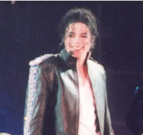 well this pic is not my fav but......IT'S ONE OF MY FAV i just love his smile,its' perfect on every pic........<3