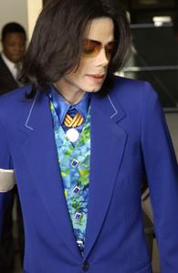 this is wat i would want him to wear he looks GOOOOOOOOOOOOOOOOOOOOOOD IN BLUE