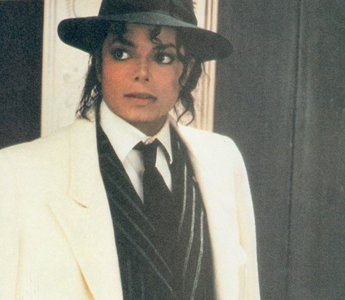 Like this :) I upendo the black & white suit <33