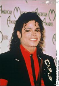 I love all his eras including when he was singing with his brothers. But I really love the Bad era cause that era was smoking hot and so was Thriller era!