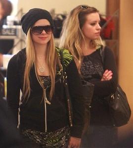 is avril's little sister michelle lavigne married ... Avril Lavigne Instagram