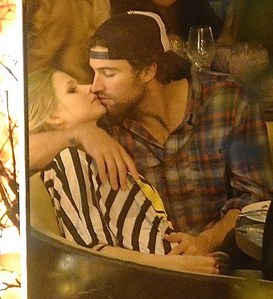 Looks like she needs the Kiss of life! Avril Lavinge looked stiff and bored as her boyfriend Brody Jenner leaned in for a Kiss at удав, боа Steakhouse last night