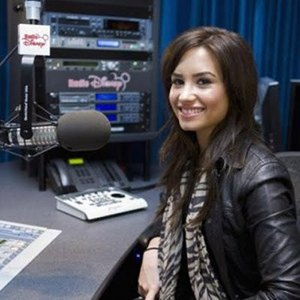 Demi is back