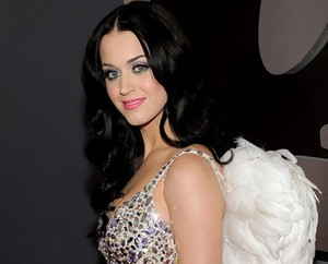 KATY PERRY HAS Makanan POISONING