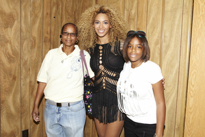Genysis and her mom with Beyonce