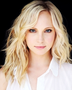 This is my kegemaran photoshoot of candice because I think she looks simply gorgeous in this picture! Her eyes, her hair everything is perfect❤
