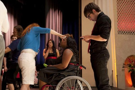 ectional season 1. amber gets a touch up and kevin checks his phone.