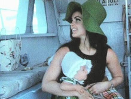 http://images4.fanpop.com/image/articles/124000/priscilla-presley-and-lisa-marie-presley_124233_5.jpg?cache=1314899709