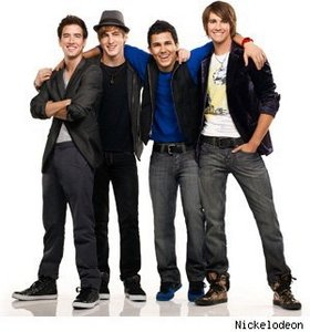 This is a group picture of the guys that was also used in the episode: Big Time تصویر Shoot.