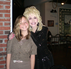 Amanda is all smiles with Dolly Parton