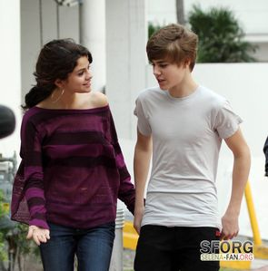 Justin And Selena At The Miami সৈকত