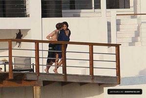 Justin & Selena vacationing