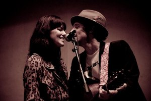 Tristan Ann Prettyman sais Yes to Jason Thomas Mraz
