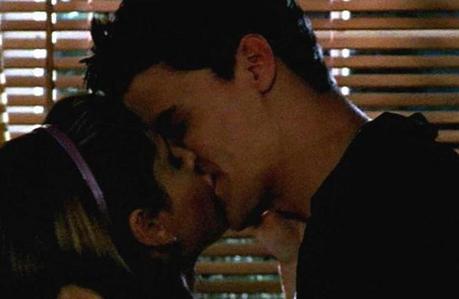 "siku 1: Your inayopendelewa BA episode ""Angel"" When Buffy & Angel kiss *melts*"