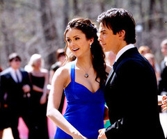 siku 3: A pairing that needs to happen now. [b]Damon & Elena[/b] - as much as I upendo the whole lov