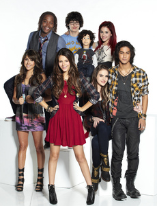 Victoria Justice, with the cast. Enjoy!