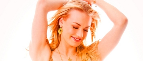 [b]Day Three: An Actress Who Makes आप Happy[/b] Yvonne Strahovski.