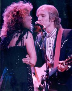 D - Duets with other muziek stars such as Tom Petty, Don Henley and Kenny Loggins.