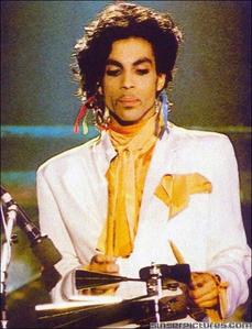 Personally, I think Prince is a far better artist. He's way আরো original, and I think he experime
