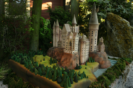 And I'll still have the Hogwarts cake, too! Yayz om nom nom nom... yum nom nom nom nom nom ohmigod yu