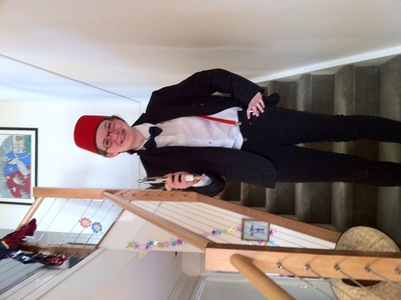 oh, here's my costume that I was in today. (sorry, it's sideways.) don't Du think I make a wonderfu