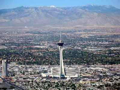 @Kate: It's a hotel at the tuktok of the Strip that looks similar to the puwang Needle.