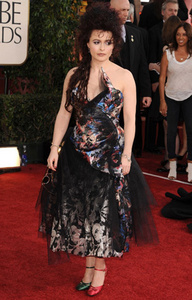 hei everyone! :D x Helena Bonham Carter wore mismatching shoes to the Golden Globes awards. Epicness