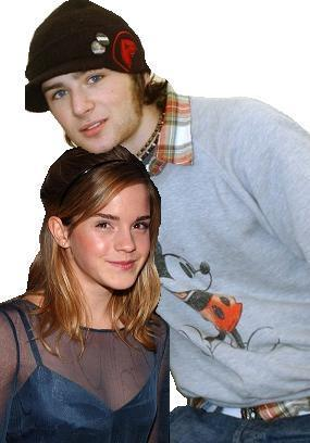 :O Harry came quite fit ^_^ Here's a pic my cousin made of Harry and Hermione x] I have it as one