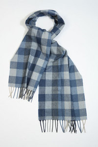 ^Muffler is a scarf! Like this!