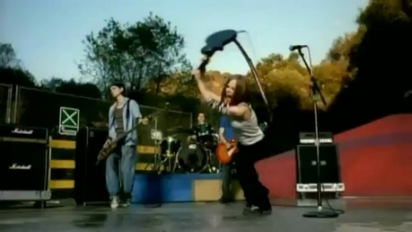 That's Avril crashing guitarra in complicated video! :) I want a pic of Avril wearing a tank parte superior, arriba wri