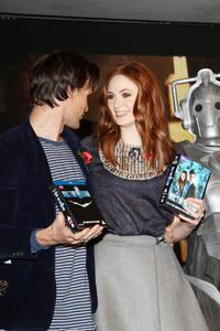 Aawwwwwwwwwwwwwwwww :)!!!! mattieee! u look so nervous :) why? because ur about to kiss the girl u lo