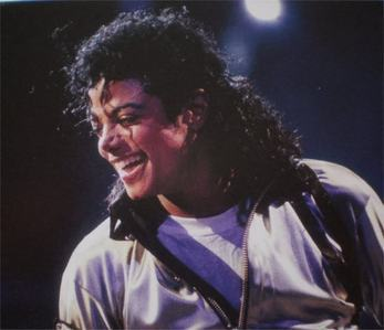 im soo hurt that michael is gone. everytime i hear about his death i start cryin and cant stop. micha