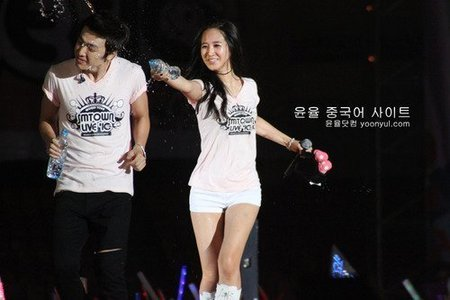 Donghae detto her fave SNSD member is Yuri but I think their just friends. But they look cute together