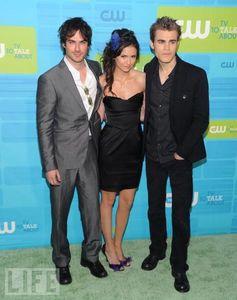 3: Nina @ 2010 Scream Awards