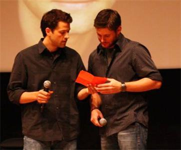 love jensen ackles and misha collinsn :) :*