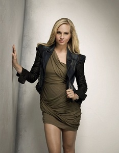 ^^sry Honey i haven't find a pic where Candice wear a fleece jacket i hope this pic is ok she is wear