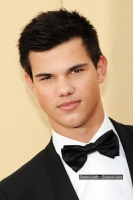 wow he looks so cool in the pic ;) next: taylor lautner withjamie foxx