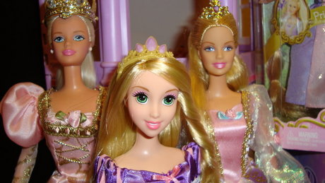 Is this the photo that you're looking ? Now please find me a photo with Barbie and Princess Gracilla