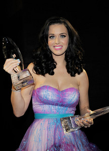She looks so pretty in this pic :)