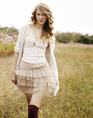 What do you think is Taylor&#39;s best feature? Hmm, her friendly eyes... and smile :)<br /> How did you