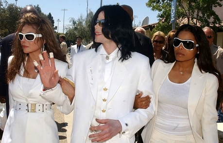 I love this pic because it shows MJ with some of his family. He loves his family so much. But I espec