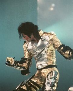 I 愛 the ゴールド PANTS so much, I want to post another pic!!! Michael is driving us crazy with the GOL