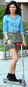 Mine for selena in skirt, upindo